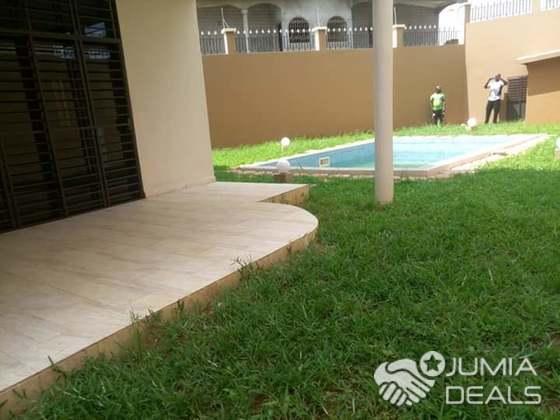 Duplex de pièces pour bureau ou habitation avec piscine à louer