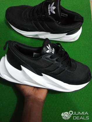 chaussure adidas requin