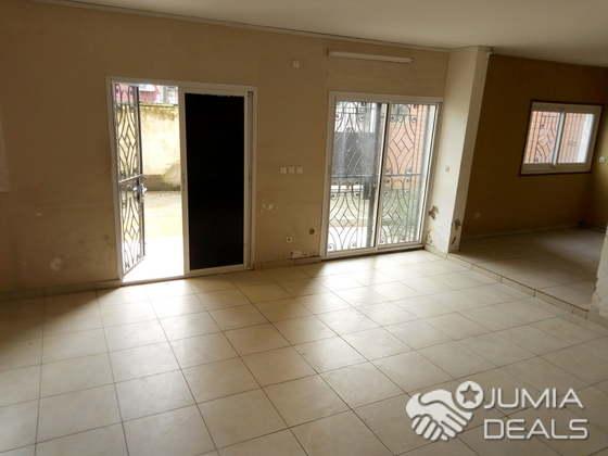 Duplex en appartement à louer à akwa pour habitation ou bureau