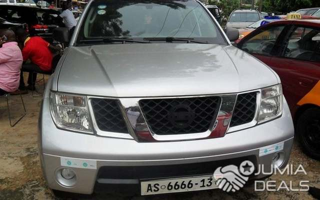 Nissan Pathfinder 2004 Silver