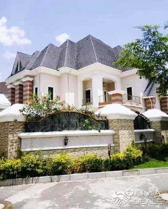 8 Bedroom Mansion With Paint House 2room Guest Charlet Abuja
