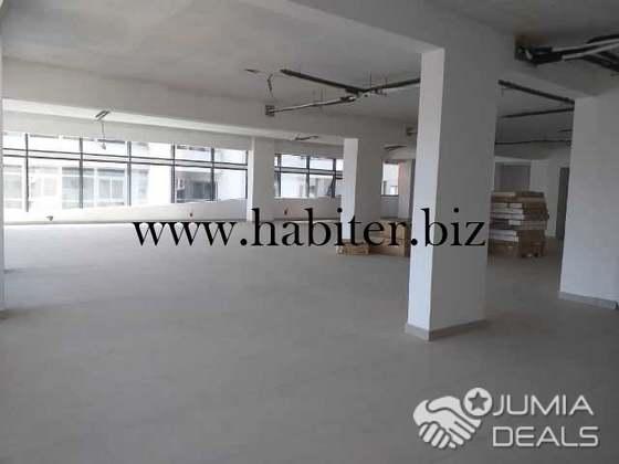 Plateau de bureau open space à louer au centre ville dakar