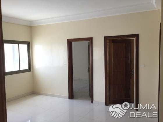 Grand appartement spacieux et standing composé de 3 chambres dont 2 avec  salle d'eau, grand salon+balcon, espace familial spacieux, cuisine avec ...